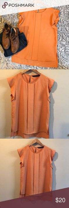 ZARA blouse☀️☀️☀️ ZARA blouse☀️☀️☀️ size small in excellent condition! Zara Tops Blouses