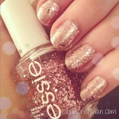 Rose gold nails -- This would be the most girly thing I'd ever wear... But so shiny xD