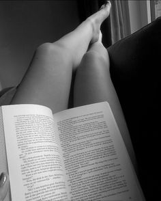 Reading for Sleep Book Aesthetic, Aesthetic Photo, Aesthetic Pictures, Creative Instagram Stories, Instagram Story Ideas, Girl Photography Poses, Tumblr Photography, Selfie Poses, Insta Photo Ideas