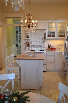 I like the island and the brick back splash.  Not so wild about the chandeliers.