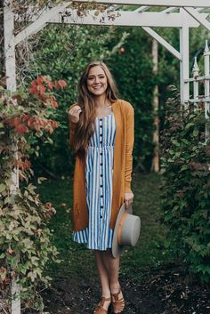 This mustard cardigan is such a gorgeous look for fall! This mustard cardigan is such a gorgeous look for fall! The post This mustard cardigan is such a gorgeous look for fall! & beauty and fashion are a lifestyle appeared first on Fall outfits . Cute Cardigan Outfits, Dressy Outfits, Mode Outfits, Fall Outfits, Fashion Outfits, Dress And Cardigan, Casual Church Outfits, Mustard Cardigan Outfit, Modest Winter Outfits