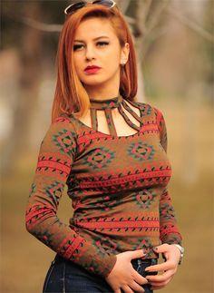 Bayan Bluz Triko Yaka Kesik Bordo Kilim Desenli | Modelleri ve Uygun Fiyat Avantajıyla | Modabenle