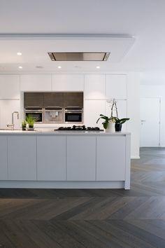 Charming Wooden Kitchen Floor Design Ideas For Beautiful Kitchen View 35 Küchen Design, Floor Design, Home Design, Design Ideas, Wooden Kitchen Floor, Kitchen Flooring, Kitchen Living, New Kitchen, Living Room
