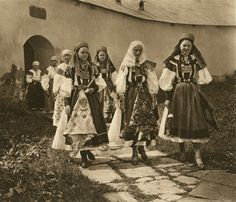Romania - old photos - by Kurt Hielscher Romania People, European Dress, City People, Historical Costume, Historical Dress, Folk Costume, Dark Ages, My Heritage, Traditional Outfits