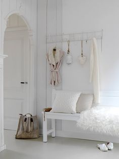 Check Out 20 Adorable Shabby Chic Hallway Design Ideas. Pastels and white are great for shabby chic style, and serenity and rose quartz are the colors of the year, so don't hesitate to use them. Hallway Decorating, Entryway Decor, Decorating Ideas, Entryway Ideas, Decor Ideas, Hallway Ideas, Bedroom Decor, Decorating Websites, Design Bedroom