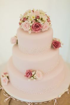 An English country vintage wedding cake