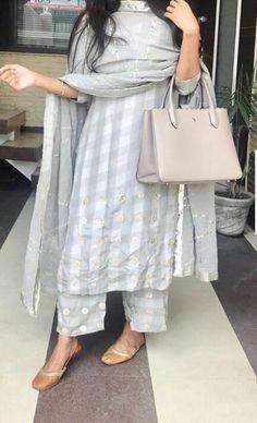 Best Trendy Outfits Part 21 Pakistani Dress Design, Pakistani Outfits, Indian Outfits, Indian Attire, Indian Dresses, Kurta Designs Women, Salwar Designs, Indian Designer Suits, Dress Indian Style