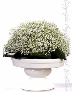Awsome centerpiece in whites Gipskruid , babybreath , Made bij Lianne @ 'Art de la fleur '. Floral , flowers, white.