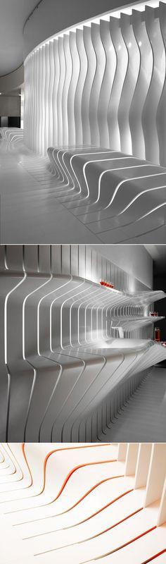Salon du meuble 09 à Milan. Cette structure aux dimensions clairement inspirées par la nature, une idée, un matériel simple répété en une combinaison infin