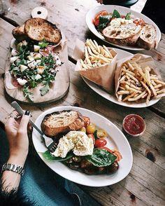 Fab Fashion Fix Sunday brunch time with Xenia van der Woodsen. I Love Food, Good Food, Yummy Food, Tasty, Tumblr Food, Comfort Food, Food Goals, Aesthetic Food, Snacks
