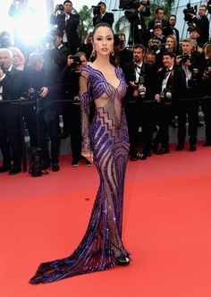 ​The Cannes Film Festival has begun at Palais des Festivals. Here, see the best red carpet looks. Sexy Dresses, Fashion Dresses, Club Dresses, Fashion Pants, Palais Des Festivals, Victoria Dress, Red Carpet Dresses, Red Carpet Looks, Cannes Film Festival
