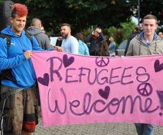 Wuppertaler begrüßen erste Flüchtlinge mit Applaus