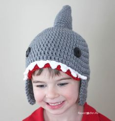 Repeat Crafter Me: free Crochet Shark Hat Pattern sizes baby to teen Crochet Hats For Boys, Crochet Baby Hats, Crochet Beanie, Crochet Gifts, Crochet Clothes, Free Crochet, Knit Crochet, Repeat Crafter Me, Crochet Flowers