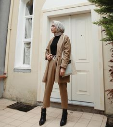 Hijab is not just about fashion, it reflects who you are, your identity 💕💕. Hijab Chic, Casual Hijab Outfit, Hijab Dress, Modern Hijab Fashion, Muslim Fashion, Modest Fashion, Fashion Outfits, Modest Dresses, Modest Outfits