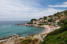 Föreställ dig Toscana som ett badparadis omgivet av kristallklart vatten. Då tänker du på Elba. Det finns hela 130 namngivna stränder på Toscanas gröna pärla. Vi guidar dig till 15 av de bästa.