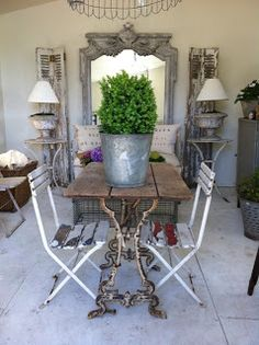 Very shabby chic French Interior, French Decor, French Country Decorating, Interior Design, Kitchen Chandelier, Antique Chandelier, Casas Shabby Chic, Sweet Home, Old Sewing Machines