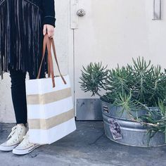 the perfect #weekend bag || Apolis striped tote❤️ 📸@apolis #CoverstoryNYC #stylehasnosize #plussize #summer #totes #fashion