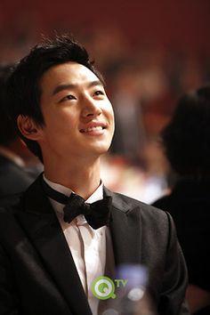lee je hoon Tomorrow With You, Lee Je Hoon, Korean Wave, I Hate You, Man Alive, Korean Actors, Korean Drama, Daydream, Gorgeous Men