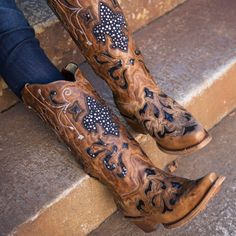 Corral Fleur de Lis cowboy boots in brown. Uggs For Cheap, Ugg Boots Cheap, Over Boots, Western Boots, Country Boots, Cowgirl Boots For Sale, Cowboy Boots Women, Cowgirl Style, Cowgirl Fashion