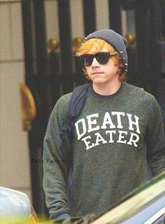 Image uploaded by Harry Potter. Find images and videos about harry potter, ron weasley and rupert grint on We Heart It - the app to get lost in what you love. Ron Weasley, Ron Et Hermione, Must Be A Weasley, Hermione Granger, Harry Potter Welt, Harry Potter Love, Harry Potter Fandom, Harry Potter Sweater, Daniel Radcliffe