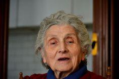 Fotografia di Barbara Gozzi.  http://www.barbaragozzi.it/2012/04/antropologia-dei-94-anni-nel-2012/#more-1410