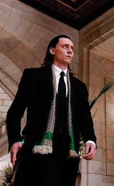 In an AU Loki could have been Rumple's son… Coincidentally, Tom Hiddleston's Dad is Glaswegian.