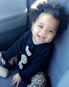 Image uploaded by Sultanaa 👸🏽 ﻋﻠﻴﺔ on We Heart It Cute Mixed Babies, Cute Babies, Baby Kids, Black Baby Girls, Cute Baby Girl, Black Babies, Beautiful Children, Beautiful Babies, Baby Halloween Costumes