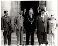 "Graham O'Reilly Retweeted Jennie O'Sullivan ‏@OSullivanJennie  6 Aug 2014 ""@Stan_And_Ollie: Here's #LaurelAndHardy outside the Cork City Hall, (Ireland), September 9th 1953 "" @historycork FYI"