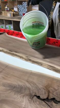 curso mesa resinada gratis – tisch – Home Epoxy Diy Resin River Table, Epoxy Wood Table, Epoxy Resin Wood, Diy Resin Projects, Diy Resin Crafts, Woodworking Projects Diy, Unique Woodworking, Diy Resin Art, Small Wood Projects