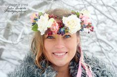 Pour vous présenter sa nouvelle collection de couronnes de fleurs Fleurs de Bohème, Couturière de la Fleur a organisé un joli shooting à la neige, dans les Hautes Alpes. Ces pièces uniques, de qualité et faites main ont été portées par l'adorable Ophélie...