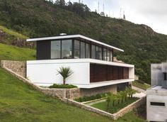 Prêmio VEKA CASA WN no Bairro Trindade em Florianópolis. #casa #jobimcarlevaro #casas #arquitetura #arquiteto #fachada #florianopolis
