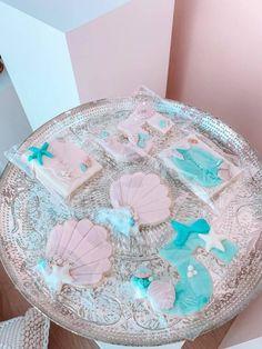 Turquoise and Pink Mermaid Birthday Party on Kara's Party Ideas | KarasPartyIdeas.com (7) Mermaid Fin, Mermaid Shell, Mermaid Cakes, Mermaid Party Decorations, Mermaid Parties, Balloon Decorations, Bubble Balloons, Pink Turquoise, Mermaid Birthday