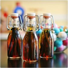 Works for Me Wednesday DIY Vanilla Extract . Try, Rum or even Tequila. Try, Rum or even Tequila. Diy Gifts In A Jar, Mason Jar Gifts, Homemade Gifts, Mason Jars, Gift Jars, Homemade Products, Pot Mason Diy, Homemade Vanilla Extract, Diy Christmas Gifts