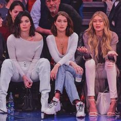 kendall jenner, bella hadid and gigi hadid Kendall Jenner Outfits, Kendall Jenner Mode, Kylie Jenner Friends, Kendall Jenner Makeup, Kendall Jenner Instagram, Le Style Du Jenner, Kendalll Jenner, Jenner Hair, Estilo Kardashian