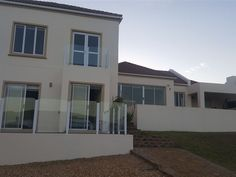 Ankerslot - Ankerslot is a comfortably furnished self-catering, eight-sleeper holiday home, located in Jongensfontein, a coastal town 10 kilometers from Still Bay. This unit features four bedrooms in total: the main .
