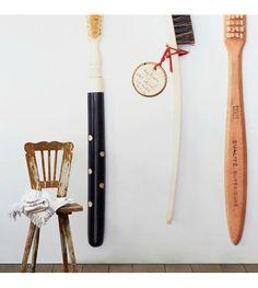 NLXL-Daniel Rozensztroch Behang Brushes multicolor 1000x48,7cm - wonenmetlef.nl Carving, Tableware, Dinnerware, Wood Carvings, Tablewares, Sculptures, Printmaking, Dishes, Place Settings