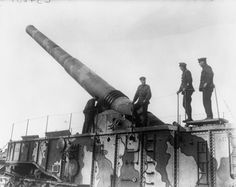 MINISTRY INFORMATION FIRST WORLD WAR OFFICIAL COLLECTION (Q 3868)   The 14 inch Railway Gun (known as 'HMG Scene Shifter') of the 471st Siege Battery RGA at Camiers, near Etaples.
