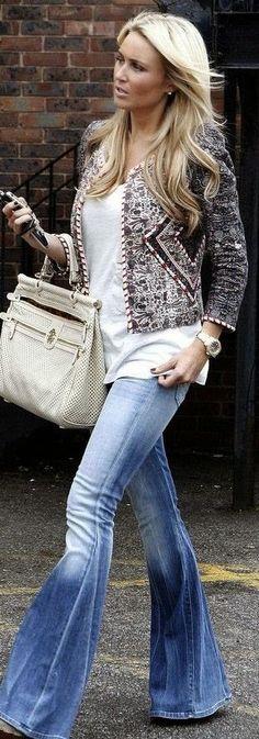 Calça flare + casaco + tshirt