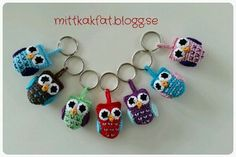 Provides a pattern on a keyring with owls. Perfect if you have leftovers … - Easy Yarn Crafts Sewing Cake, Owl Sewing, Easy Yarn Crafts, Diy And Crafts, Mobiles, Textiles, Crochet Animals, Knit Patterns, Presents