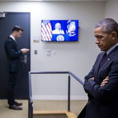 President Obama waits backstage yesterday as Lilly Ledbetter, onscreen, introduces him for the seventh anniversary of the Lilly Ledbetter Fair Pay Act.