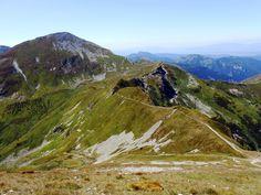 Widok na Starorobociański Wierch (2176 m n.p.m.) i Gaborową Przełęcz spod Bystrej (2248 m n.p.m.), Tatry Zachodnie / Tatra Mountains