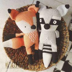 2 x 1 amigurumi patterns #fox & #raccoon. Find it and more in my Etsy shop (link in bio) 2 x 1 patrón amigurumi #zorro y #mapache. Encuentra este y más en mi tienda Etsy (Link en bio)