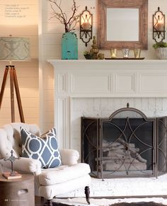 White Fireplace mantle in living room My Living Room, Home And Living, Living Room Decor, Living Spaces, White Fireplace, Fireplace Design, Fireplace Wall, Fireplace Mantles, Fireplace Decorations