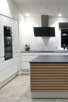 AUBO køkken med et mix af fronter i Venezia Mat Line og Latt House Of Lords, Best Kitchen Designs, House Goals, Kitchen Dining, Kitchen Cabinets, My Dream Home, Cool Kitchens, Sweet Home, Interior