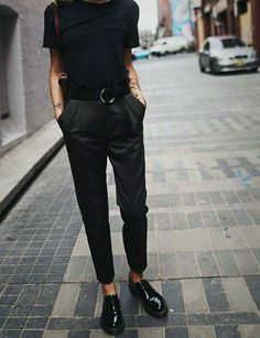 effortless chique all black outfit