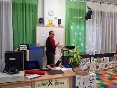 """Juan Muñoz ilustrador del cuento coeducativo """" SUPERLOLA"""" con el alumnado del 31 ciclo de E.P. del CEIP """" CARAZONY"""" en la biblioteca con un Taller de Ilustración para el alumnado. 27 de noviembre de 2014 III Jornadas Coeducativas Prevención de la Violencia de Género Escuela y Familia a la Par. http://anajdmaestraporlaigualdad.blogspot.com.es/ http://carazonyanajd56.blogspot.com; http://teatrosporlaigualdad.blogspot.com"""