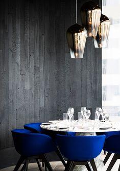 Ресторан по дизайну Тома Диксона в Гонконге White Kitchen Chairs, Farmhouse Table Chairs, Modern Dining Chairs, Living Room Chairs, Kitchen Dining, Modern Table, Living Rooms, Blue Chairs, White Chairs