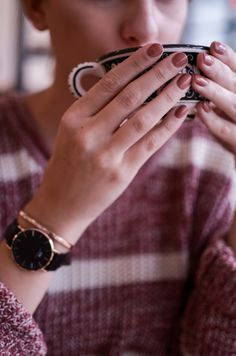 Daniel Wellington Uhr und Kaffee #nails #herbst #atumn #danielwellington #watch #black #coffee