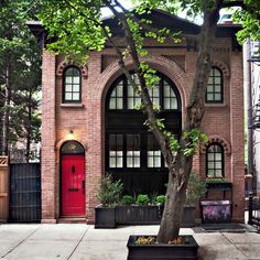 converted Brooklyn Fire Department stable • building conversion completed 1920, 11 years after first motorized fire apparatus in NYC -- motorization took about 20 years to complete • sold for $1.6MM, 2003 •  Brooklyn Heights Historic District, National Register of Historic Places #66000524, 1966
