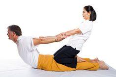 ***Cómo hacer un Masaje Tailandés*** El masaje tailandés te ayuda a liberar tensiones y aliviar malestares en todo el cuerpo. ¿Quieres saber de qué se trata?. Lee atentamente esta nota. SIGUE LEYENDO EN... http://salud.comohacerpara.com/n10721/como-hacer-un-masaje-tailandes.html